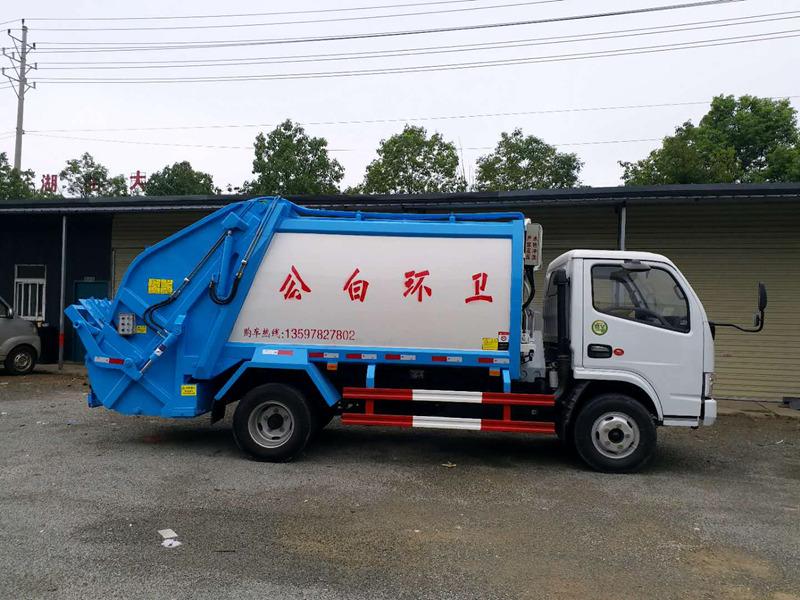 小多利卡压缩式垃圾车